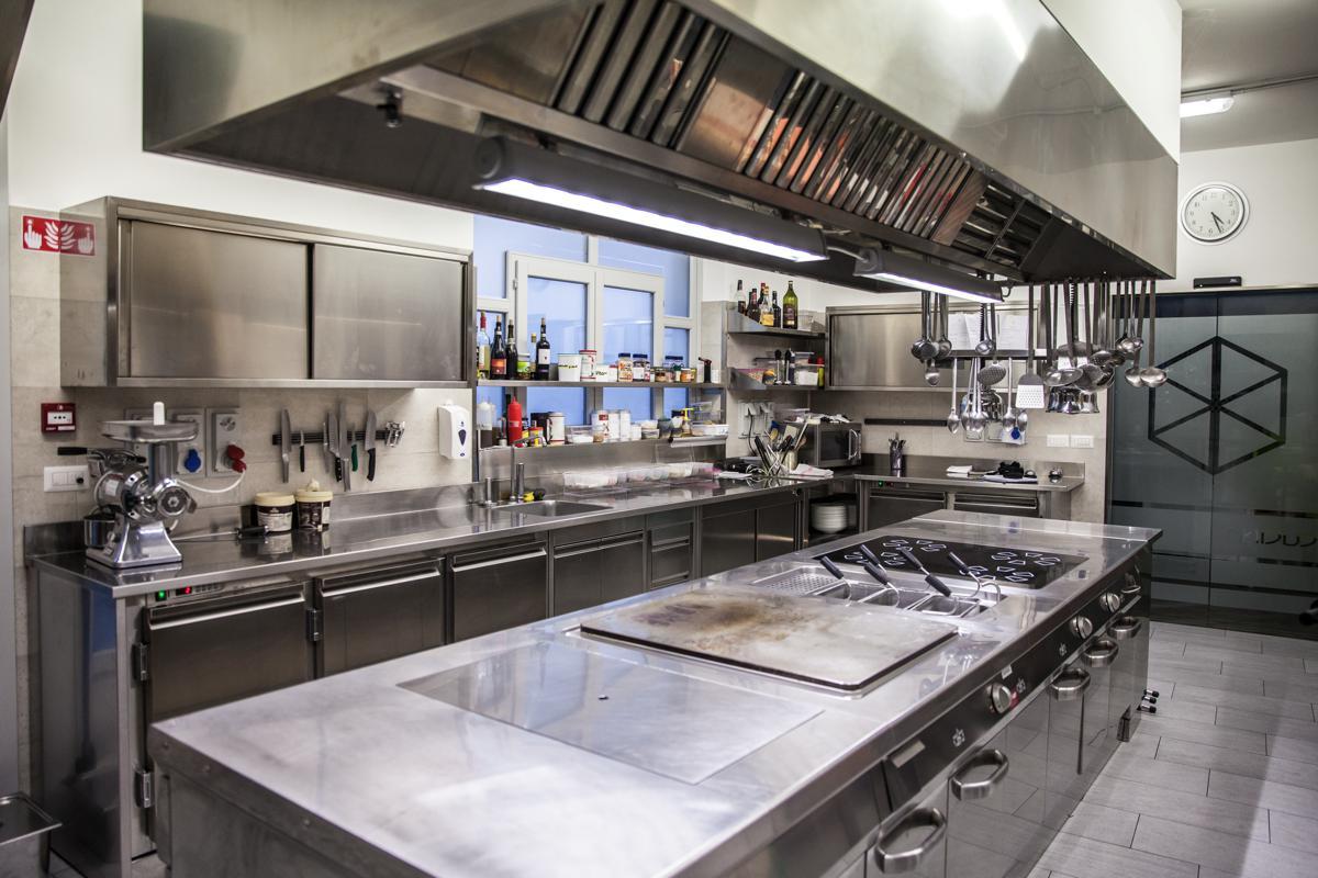 Cucina ristorante in acciaio inox