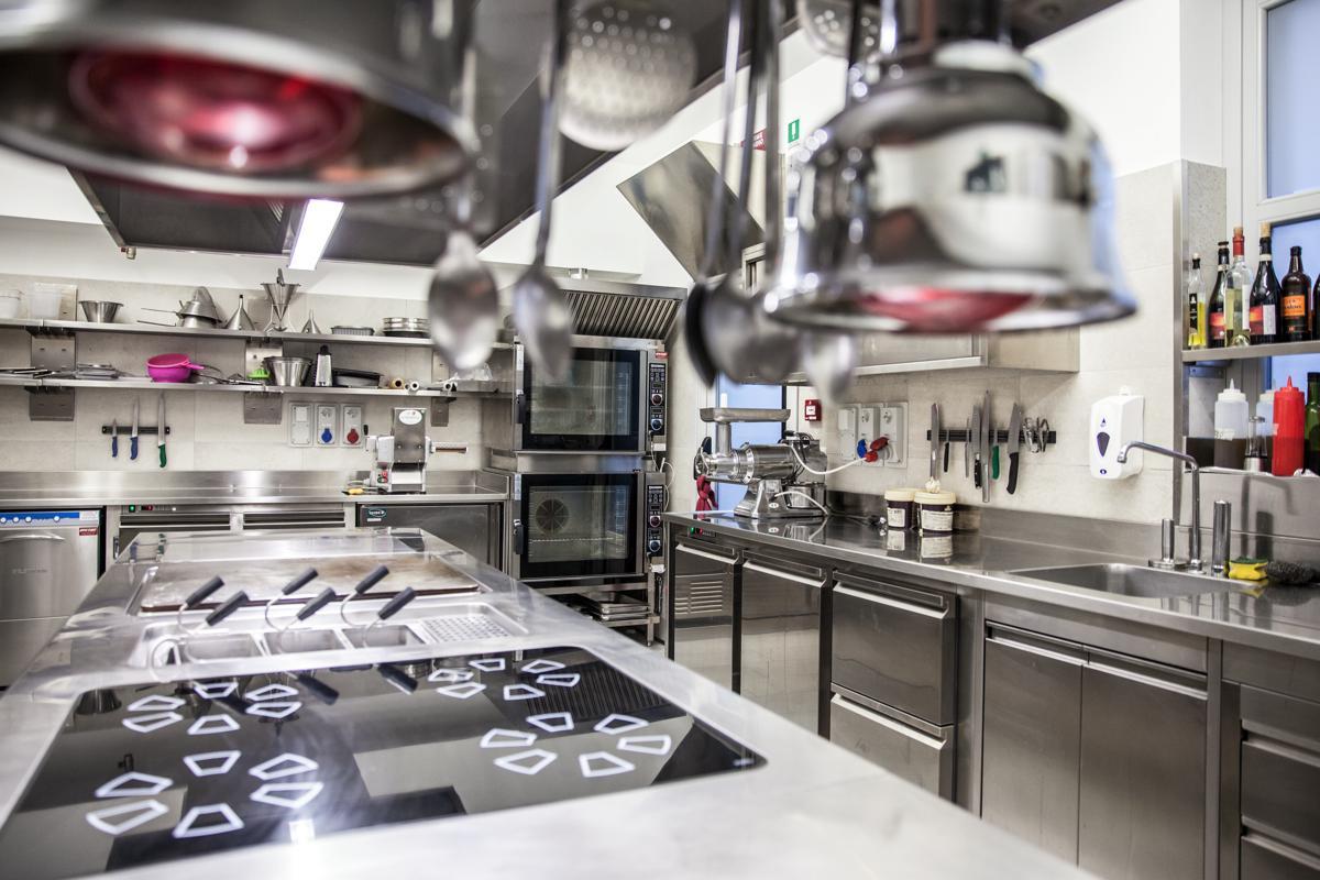 Strutture acciaio inox per Cucina Professionale