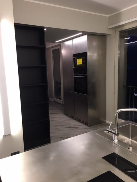 Cucina domestica in acciaio inox a Torino