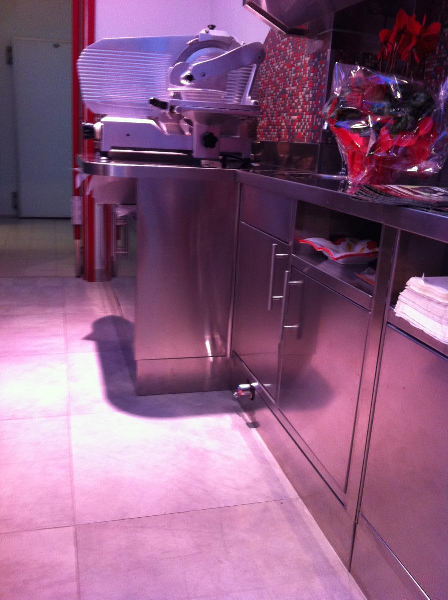 Banco in acciaio inox per macelleria a Torino